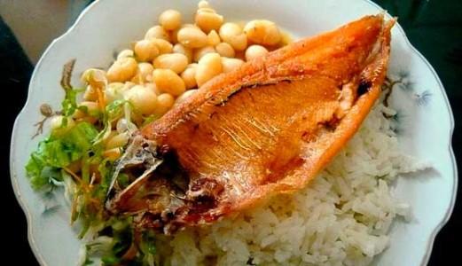 Receta de Pescado frito con Frejol panamito y Arroz